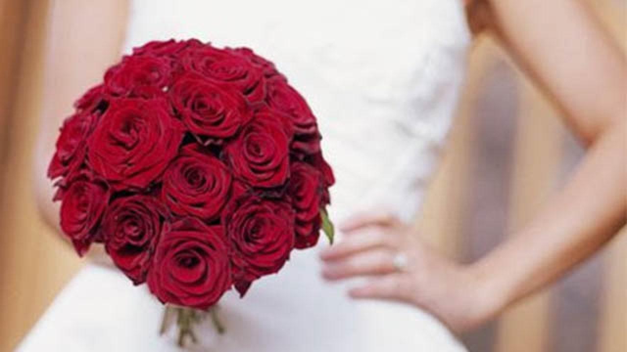 Bouquet Sposa Con Rose Rosse.Bouquet Da Sposa Rosso 10 Immagini E Idee Per Scegliere Quello Giusto
