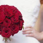 Bouquet da sposa rosso: 10 immagini e idee per scegliere quello giusto