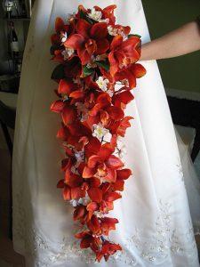 bouquet da sposa rosso a goccia