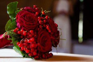 bouquet da sposa rosso con bacche