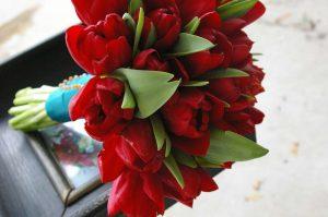 bouquet da sposa rosso con tulipani