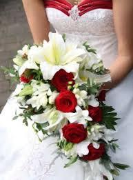 bouquet da sposa rosso e bianco a goccia